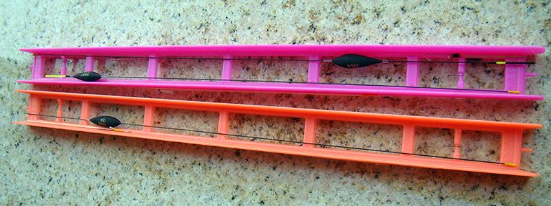 Cand avem plioare lungi, liniile se pot aseza direct pe plior. Ex. plioare de 35 cm... cand nu, atunci se poate scoate kila cu antena cu tot si se poate transporta intr-un tub iar linia pe care se gaseste numai corpul plutei si varnisurile siliconice se poate aseza pe orice alta lungime de plor.